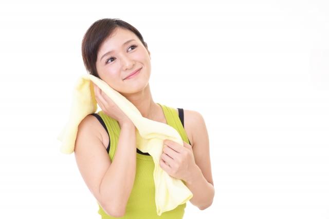 汗を拭く女性2
